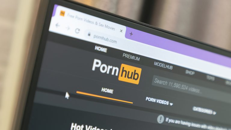 pornhubs-premium-services-now-defaults-to-crypto-payments-13-digital-assets-supported-768x432-1